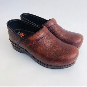 Dankso Brown Tooled Leather Clogs Size 38/7.5-8 US